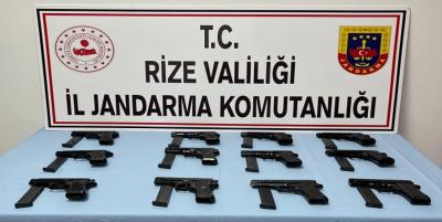 Rize'de 12 ruhsatsız tabanca ele geçirildi